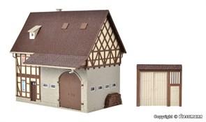 43731 Деревенский дом с амбаром и дворовыми воротами